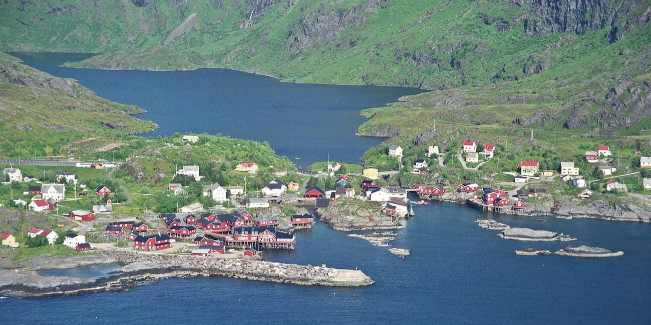 A ist umgeben von Bergen, Seen und dem Meer