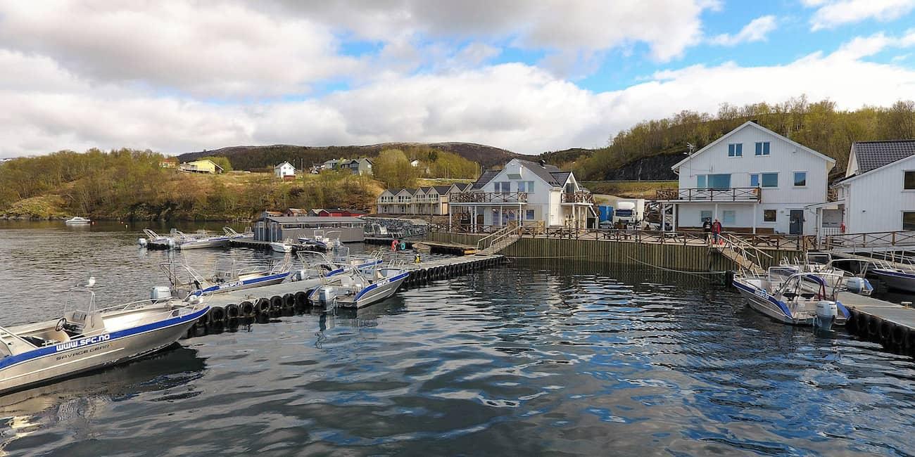 Boote und Filetierhaus zentral gelegen